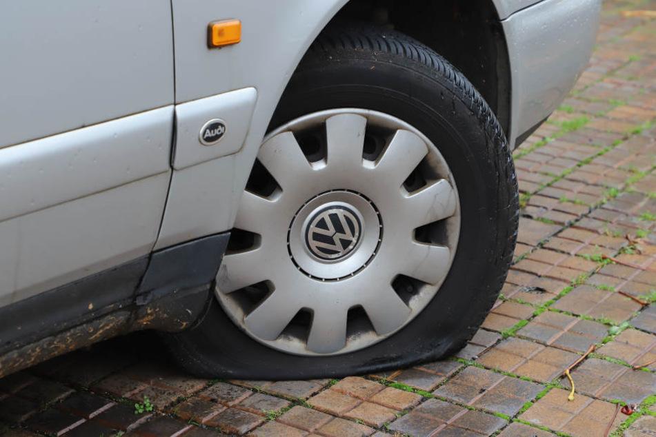 An fast 500 Fahrzeugen hat der Täter mindestens einen Reifen zerstochen. (Archivbild)