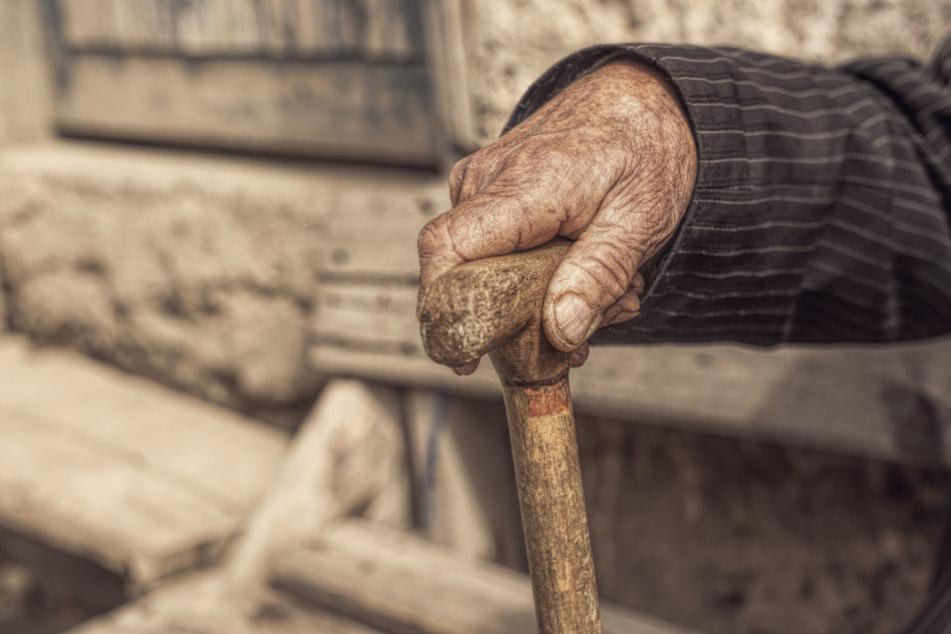 Der Rentner wollte sich einfach nicht helfen lassen. (Symbolbild)