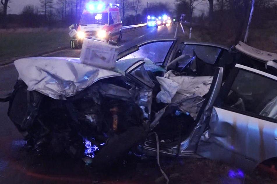 Drei Personen wurden bei dem Unfall schwer verletzt.