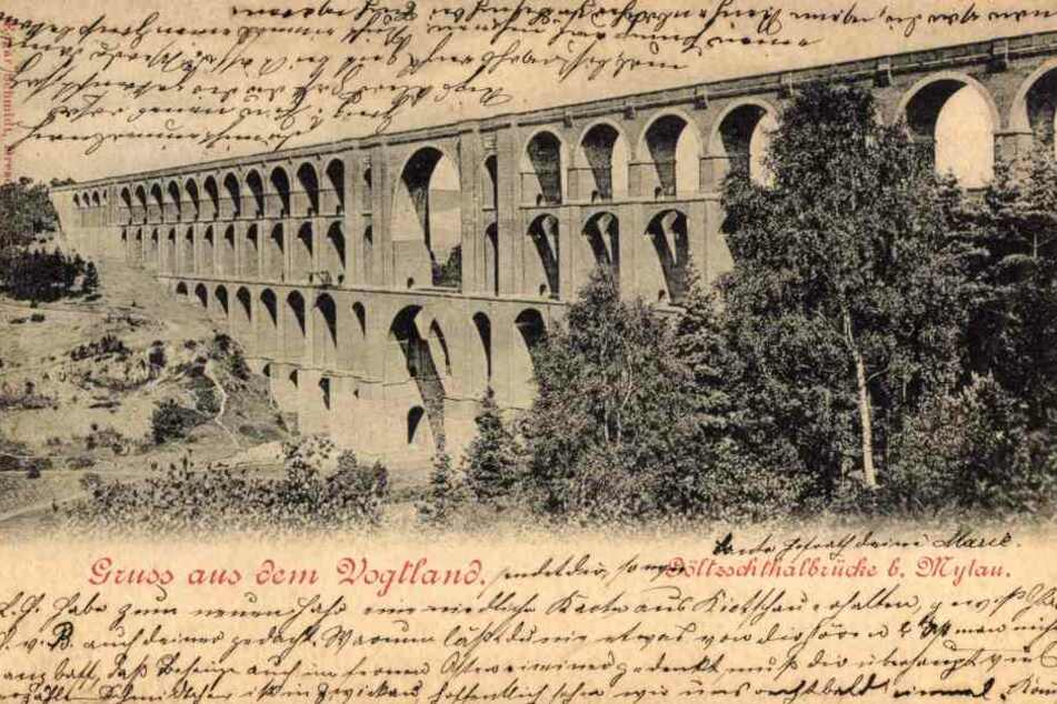 Mit dem Bauwerk wurde bereits auf historischen Postkarten geworben (o.).