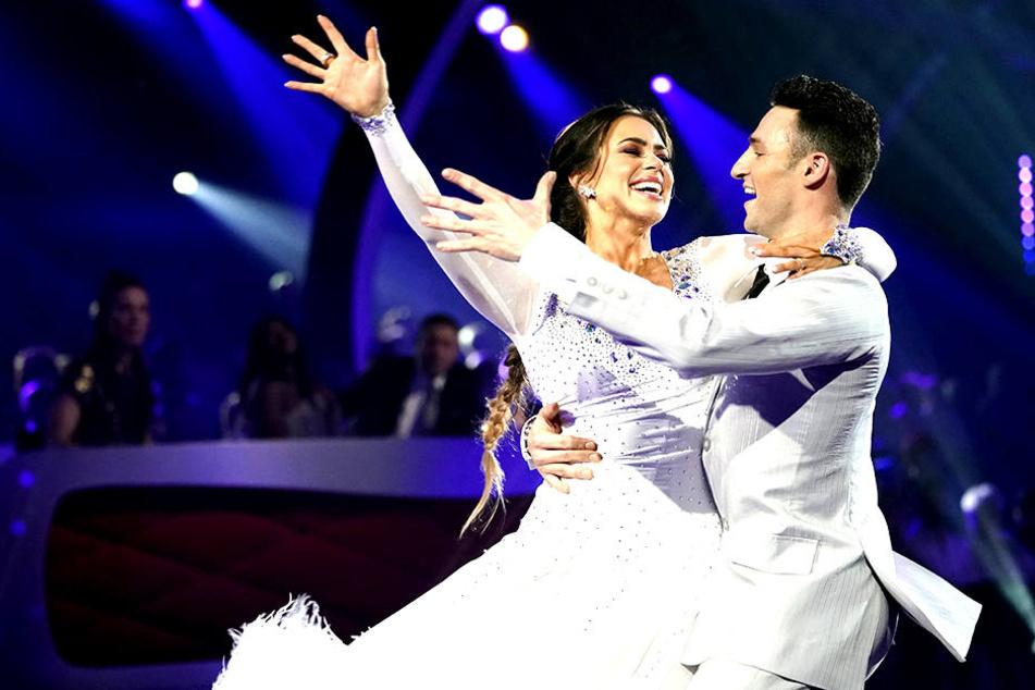 Hier war sie noch glücklich: Am Donnerstagabend wurden Jessica Paszka (27) und Robert Beitsch (26) von den Zuschauern rausgewählt.