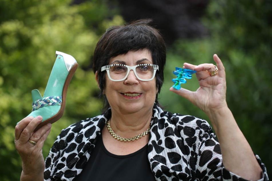 Weiß, worauf Frauen stehen: Dr. Jutta Horezky (69) bestückt ihre TiggersShoes-Kollektion mit robusten und originellen Acryl-Absätzen.