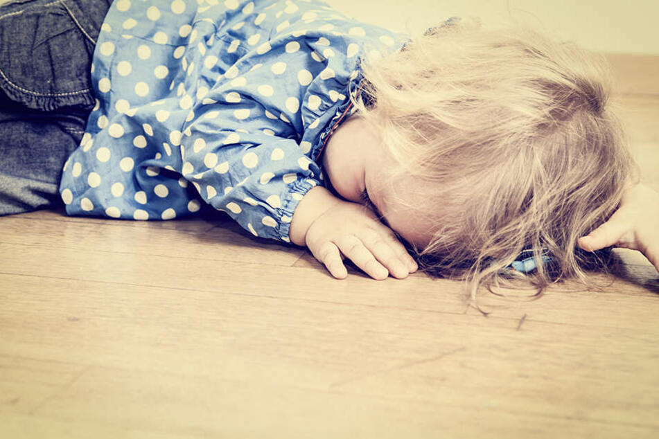 Ein zweijähriges Kind wurde am Mittwoch von seinem eigenen Vater getreten. (Symbolbild)