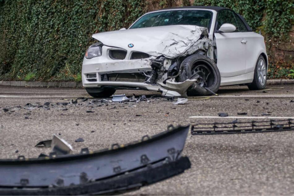 Dieser BMW war verbotenerweise geradeaus gefahren, anstatt abzubiegen.