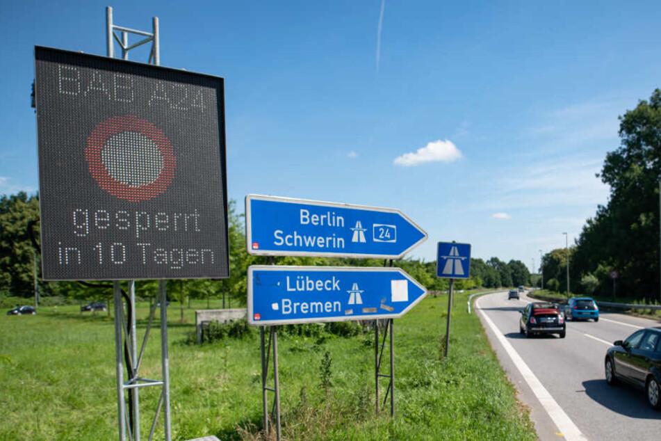 Elektronische Tafeln weisen bereits auf die Sperrung der A24 hin.