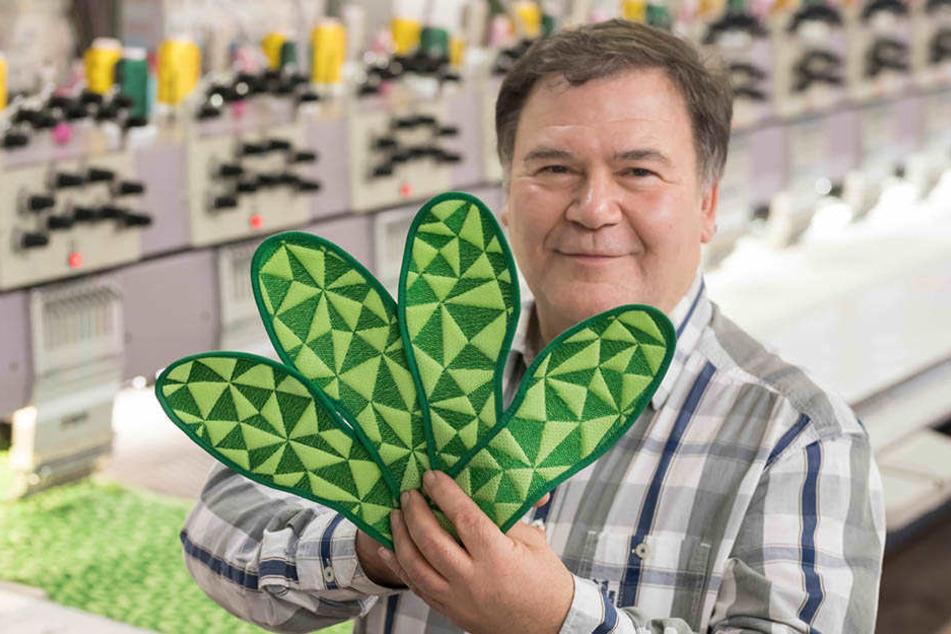 Einlegesohlen mit Infrarot-Fadenmaterial gegen kalte Frauenfüße hat Geschäftsführer Hartmut Funke (61) in Eibenstock entwickelt.
