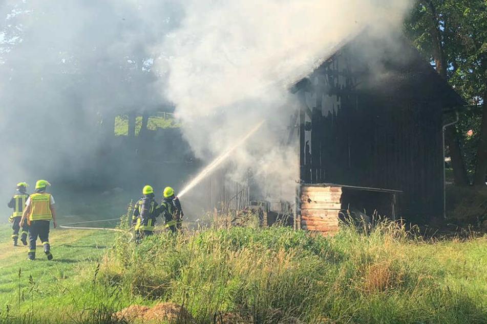 Am frühen Dienstagabend stand die Gerätescheune plötzlich in Flammen.