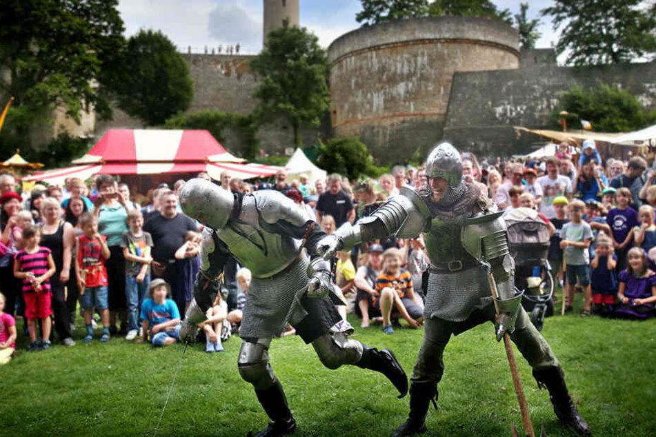 Ritter und Gaukler kommen zurück auf die Sparrenburg