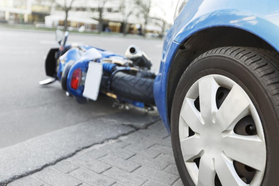 Der 18-Jährige wurde bei dem Unfall schwer verletzt. (Symbolbild)