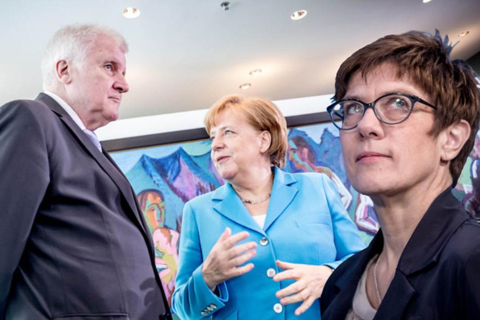 CDU-Generalsekretärin Annegret Kramp-Karrenbauer (55) will nicht einfach zur Tagesordnung zurückkehren. (Bildmontage)