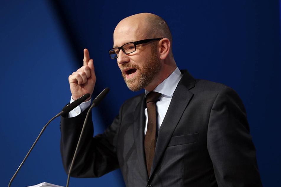 """Für CDU-Generalsekretär Peter Tauber (42) sind die Chefinnen von Linksfraktion und AfD """"das doppelte Lottchen des Populismus""""."""
