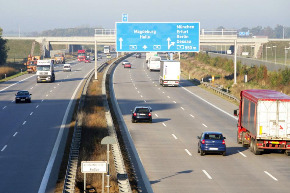 Zwischen Mai und August rollen Fahrer bei maximal Tempo 80 am Schkeuditzer Kreuz.