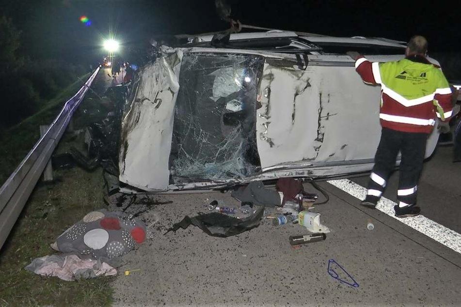 Das Auto wurde bei dem Unfall komplett zerstört.