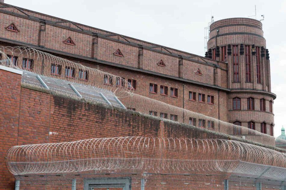Das Untersuchungsgefängniss am Holstenglacis steht mitten in Hamburg.