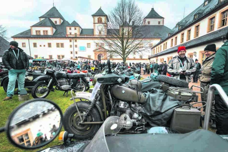 Beim 49. Motorrad-Wintertreffen kamen am Samstag 1800 Biker und 7500 Besucher auf Schloss Augustusburg zusammen.
