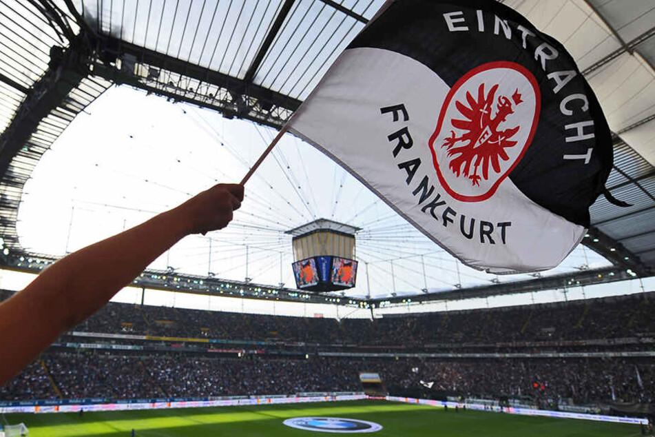 Am 20. August laufen die Eintracht-Spieler beim ersten Sonntagsspiel der Saison 2017/18 auf (Symbolbild).