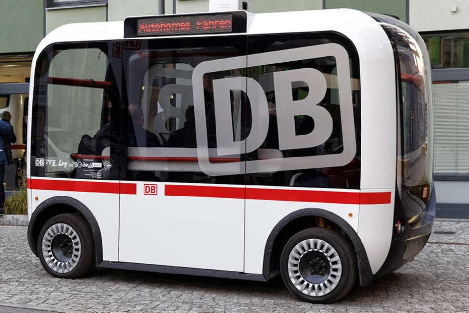 """In Berlin stellte die Deutsche Bahn unlängst ihren """"fahrerlosen"""" Kleinbus vor."""