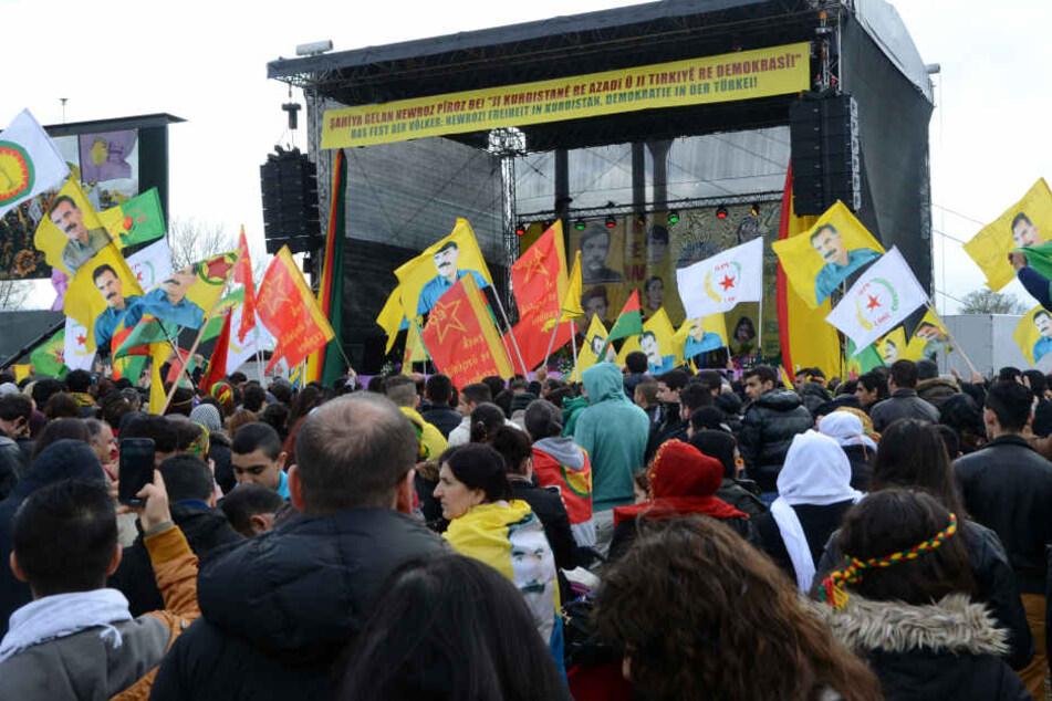 """Tausende Kurden versammeln in Düsseldorf zu ihrem traditionellen Neujahrsfest """"Newroz"""". (Archivbild)"""
