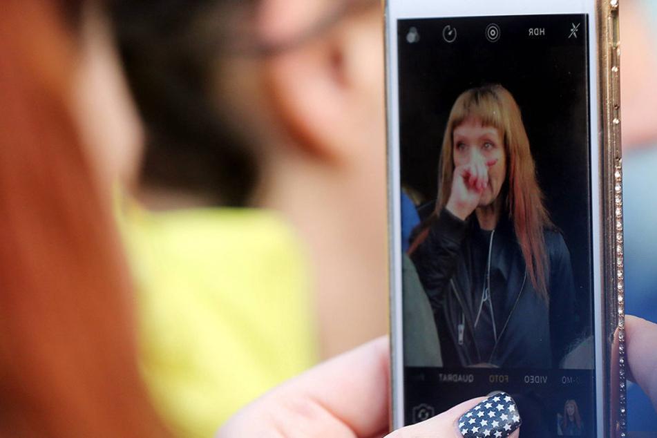 Ihr Handy blieb erst einmal aus... Auch auf Facebook sah man nichts auf ihrer Seite.