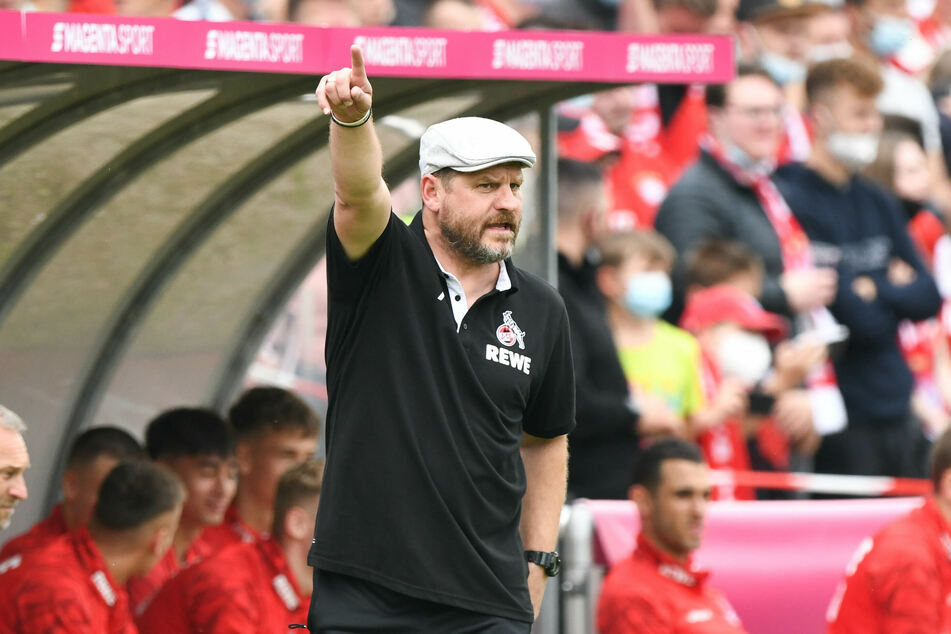 Steffen Baumgart (49) trainiert den 1. FC Köln und kann selbst offenbar auch noch ganz gut kicken.