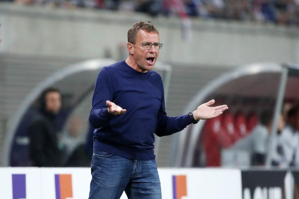 """Beschrieb den Auftritt seiner Mannschaft in den ersten 45 Minuten als """"unterirdisch"""" und """"Totalausfall"""": Leipzig-Trainer Ralf Rangnick."""