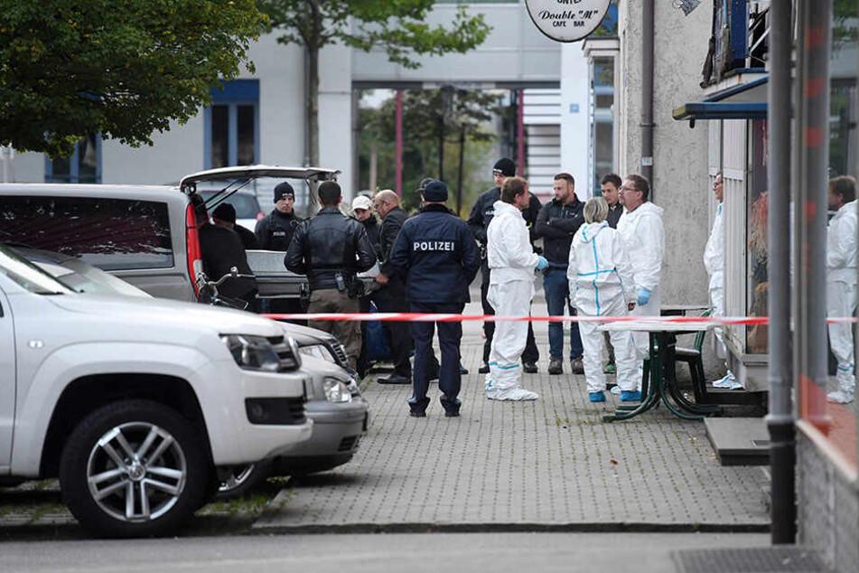 In einem Pub hat ein Mann mit einem Gewehr auf die Anwesenden geschossen - es gab zwei Tote und zwei Schwerverletzte gegeben.