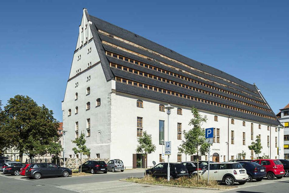 Das Kornhaus in Zwickau. Es beherbergt heute unter anderem die Stadtbibliothek.