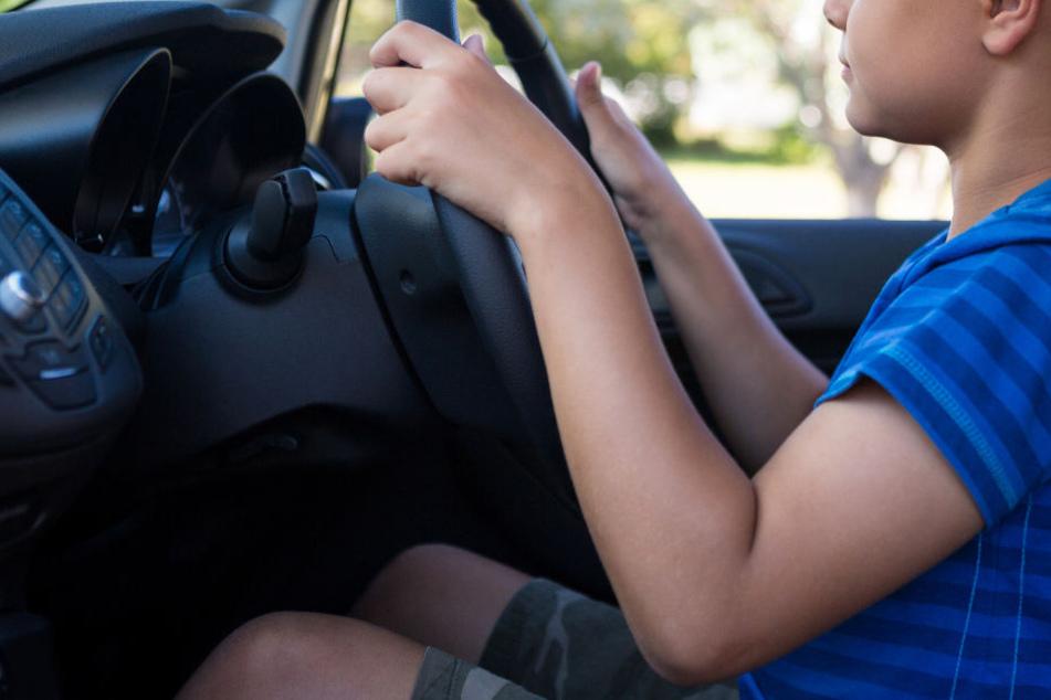 Der Junge fuhr mit dem Auto seines Vaters durch die Gegend. (Symbolbild)