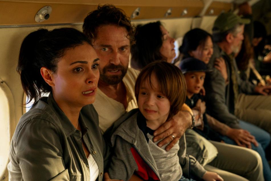 Allison Rose (Morena Baccarin), John Garrity (Gerard Butler) und Nathan (Roger Dale Floyd) versuchen, in einen Schutzbunker nach Grönland zu entkommen.
