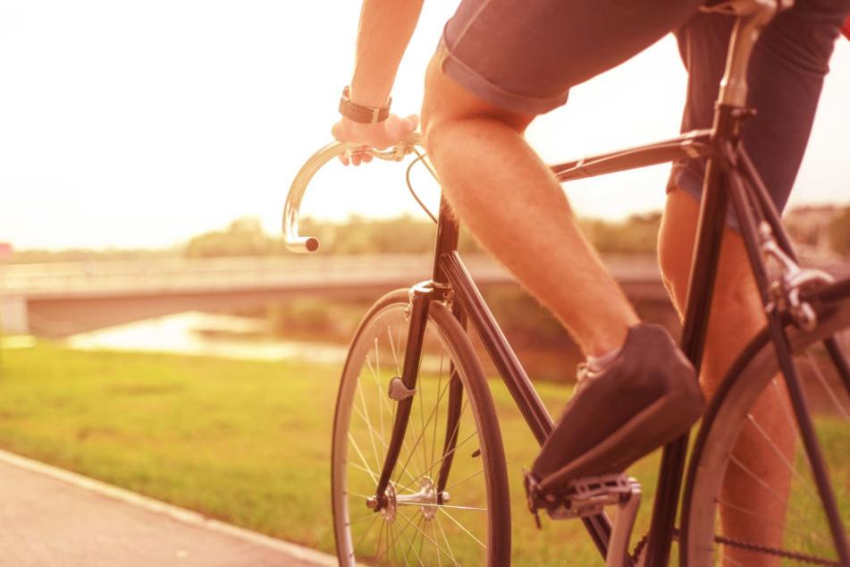 Ein Mann wich mit seinem Rennrad dem Kind aus. (Symbolbild)