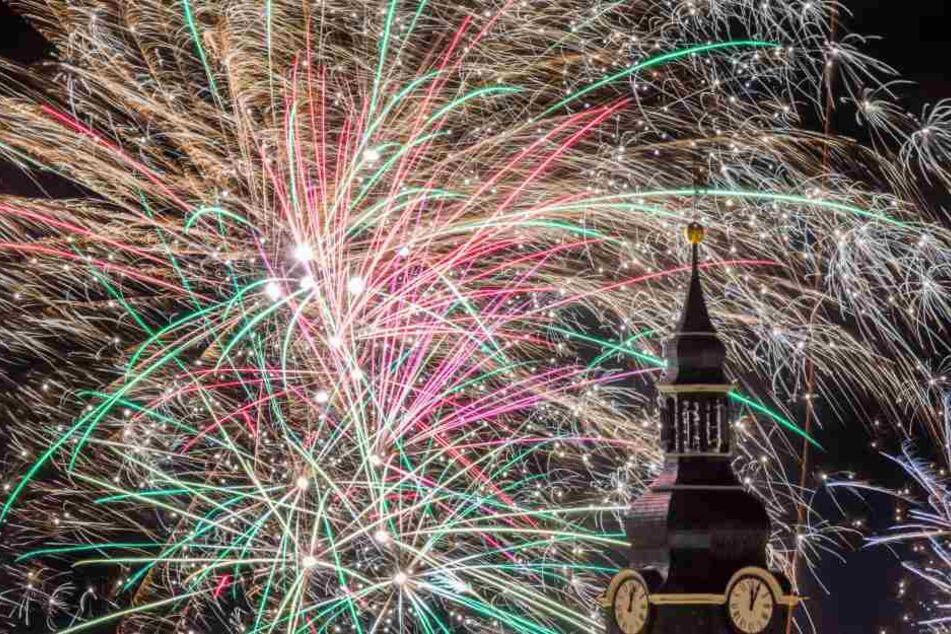Wie hier in Ilmenau gab es in ganz Thüringen viele Feuerwerke zu bewundern, einige gingen aber auch schief.
