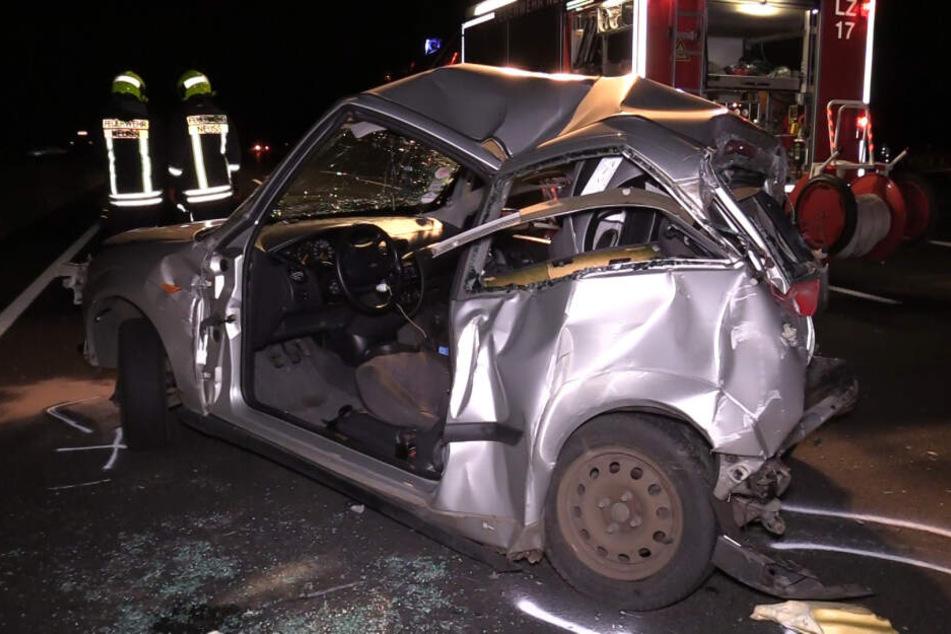 Heftiger Crash auf der A57 bei Neuss: Mann eingeklemmt