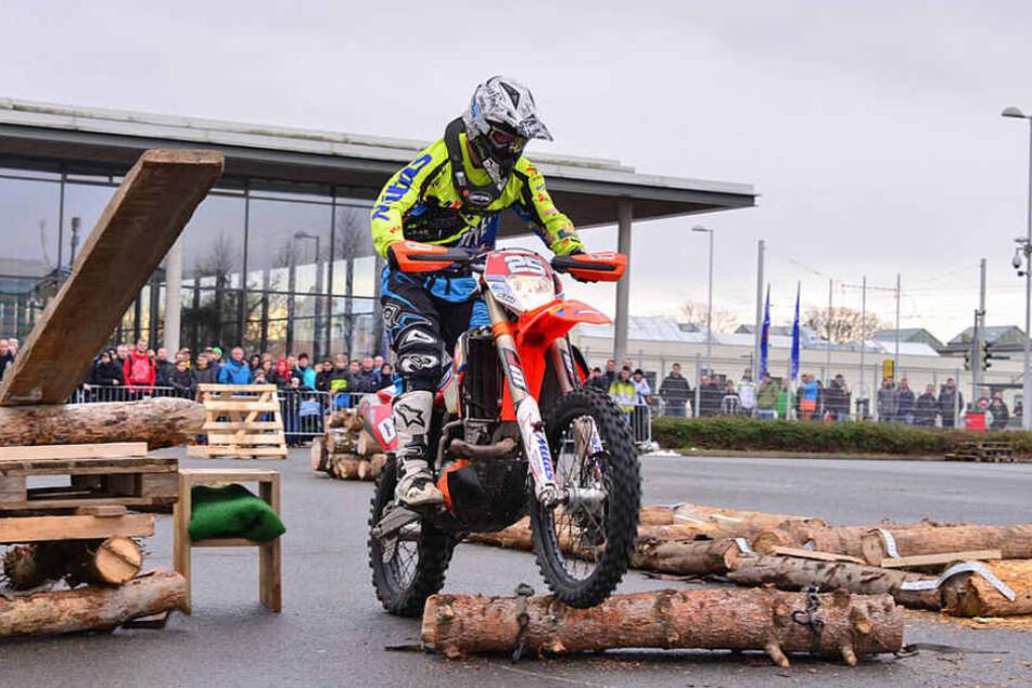 SachsenKrad 2016: Profifahrer Marcel Teucher zeigte seine Stunts und begeisterte damit das Publikum.
