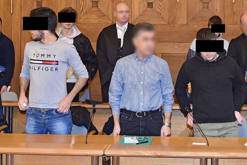 Wassim T. (20, l.) und Mohamad S. (21) sind als Mitglieder der Drogenbande angeklagt.