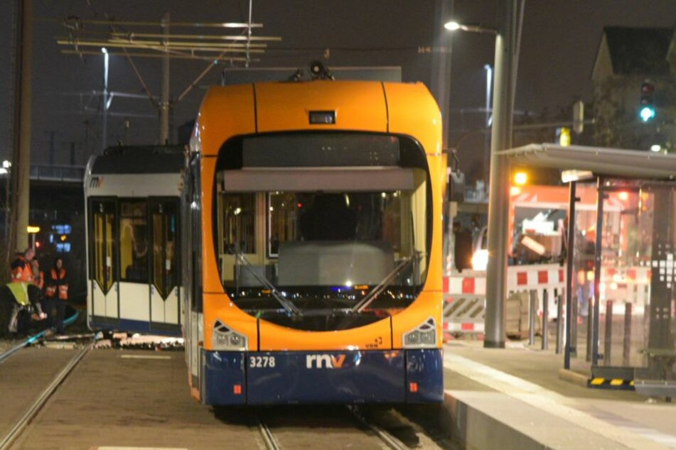 Verkehrs-Chaos: In Heidelberg entgleiste eine Straßenbahn der Linie 5.