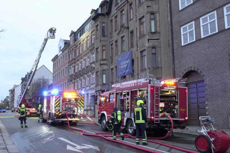 Für die Löscharbeiten musste die Fürstenstraße zwischen Hainstraße und Dresdner Straße kurzzeitig voll gesperrt werden.