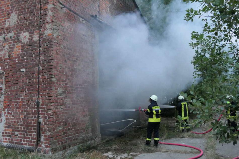"""Kameraden der Feuerwehren aus Zschoppach und Grimma eilten am Samstag zu einem Brand auf dem Gelände des Kulturdenkmals """"Grube Flora""""."""