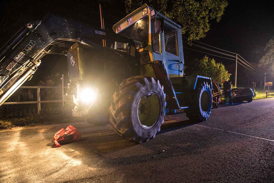 Der Traktor wartete an einer Baustellenampel, als der Unfall passierte.