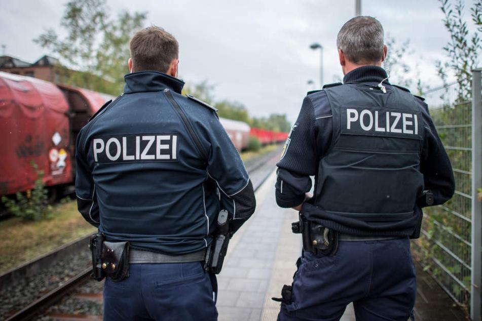 Am Bahnhof Köthen wurde ein 13-Jähriger samt mitgeführter Waffe vorläufig festgenommen. (Symbolbild)