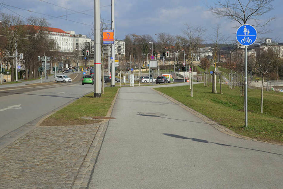 An dieser Stelle der Bautzner Straße, kurz vor der Waldschlößchenbrücke,  wollte der Honda-Fahrer auf die Straße.