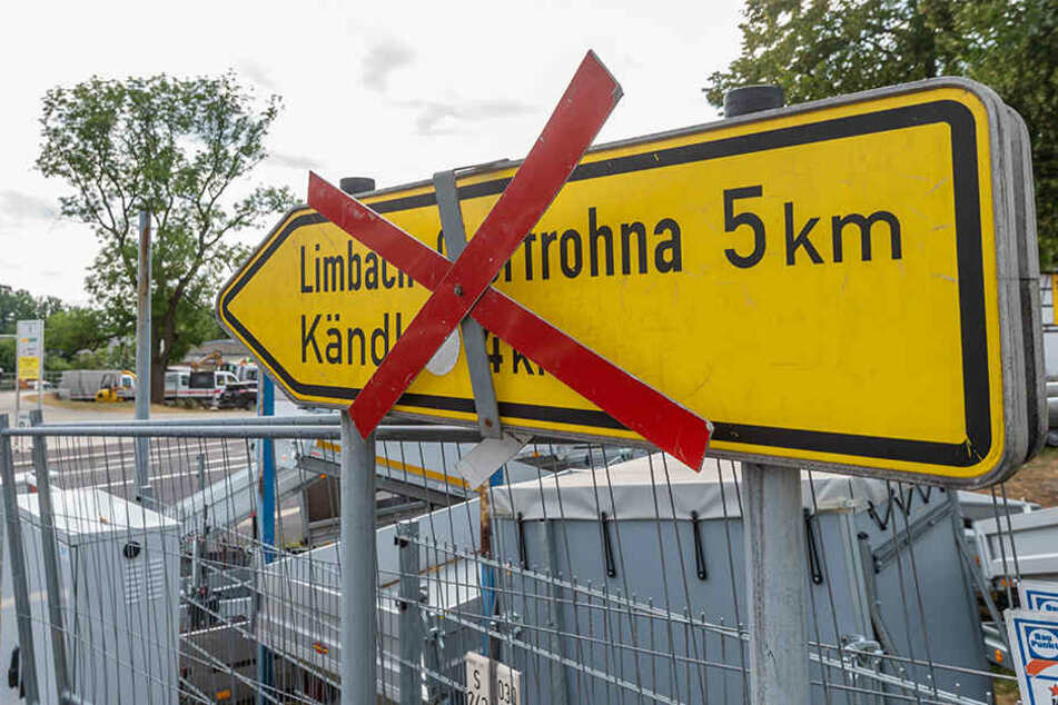 Auf der Chemnitzer Straße in Röhrsdorf gab es bauliche Verzögerungen. Am Samstag haben Autofahrer wieder freie Fahrt.