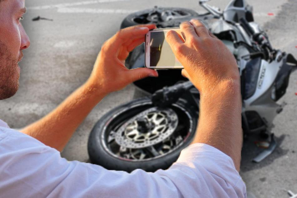 Statt zu helfen: Gaffer filmt sterbenden Motorradfahrer