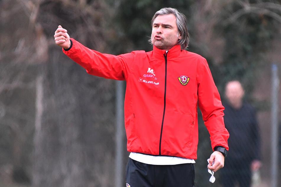 Matthias Lust gibt Anweisungen auf dem Trainingsplatz im Großen Garten.