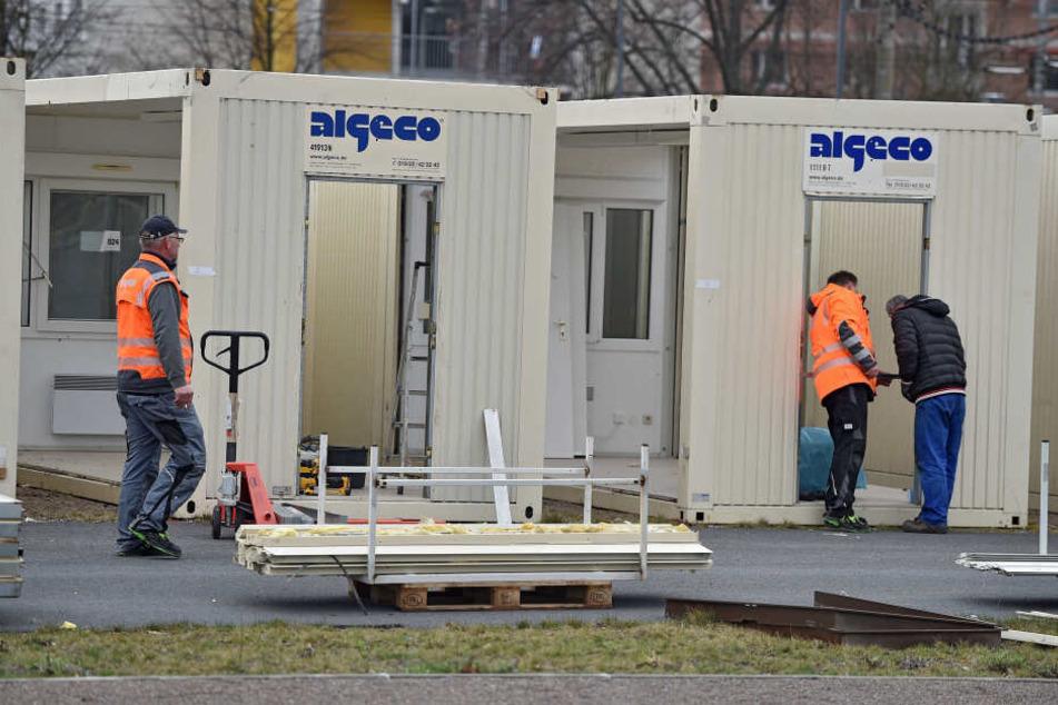 Demontage der ungenutzten Container. Obwohl dort nie ein Mensch wohnte, fielen hohe Betriebskosten an.