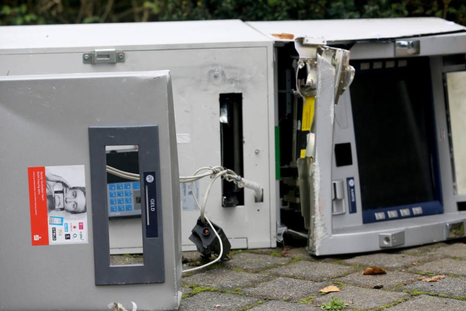 Gleich zwei Geldautomaten wurden von Unbekannten in die Luft gejagt. (Symbolbild)