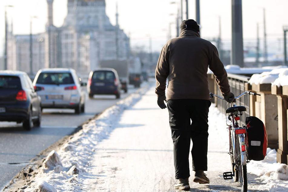 Ab dem kommenden Winter soll der Elberadweg in der Innenstadt geräumt werden.