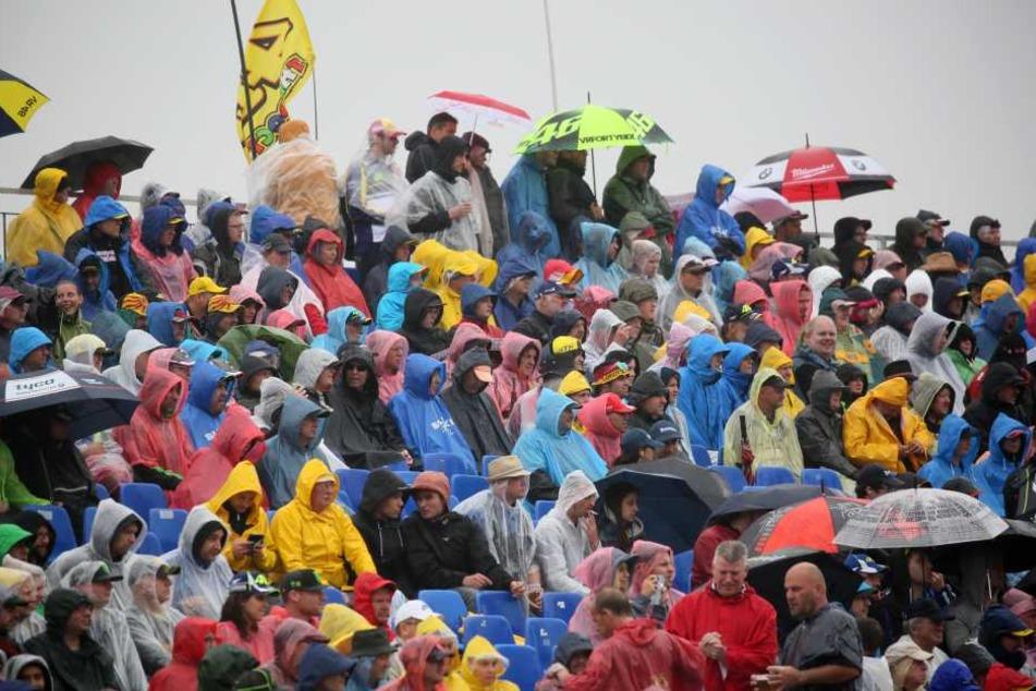 Trotz Regen kamen 2016 mehr als 212.000 Zuschauer am Rennwochenende zum Sachsenring.