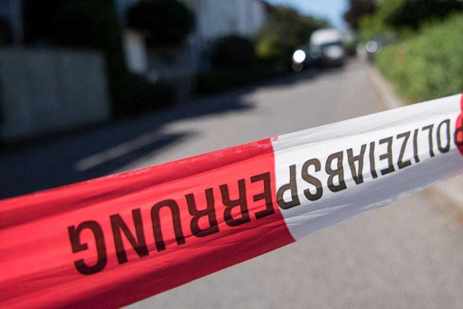 Die Feuerwehr entdeckte die Leiche des Mannes in dessen Bett. (Symbolbild)