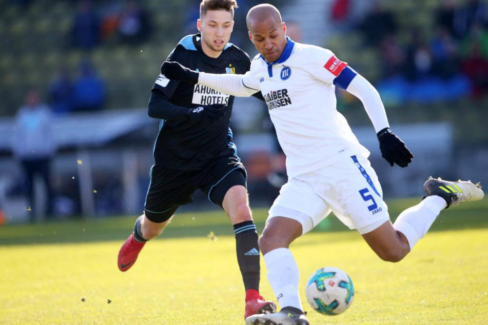 In der 56. Minute sorgte Tom Baumgart für zwei gefährliche Situationen vor dem Karlsruher Tor.