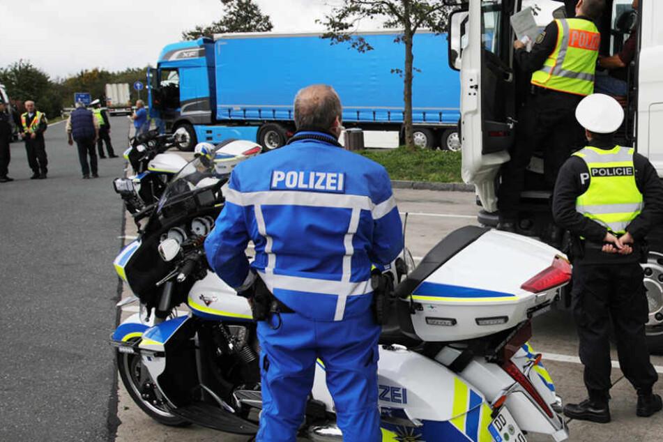 Großkontrolle auf A72! Polizei zieht Lkws und Reisebusse aus dem Verkehr